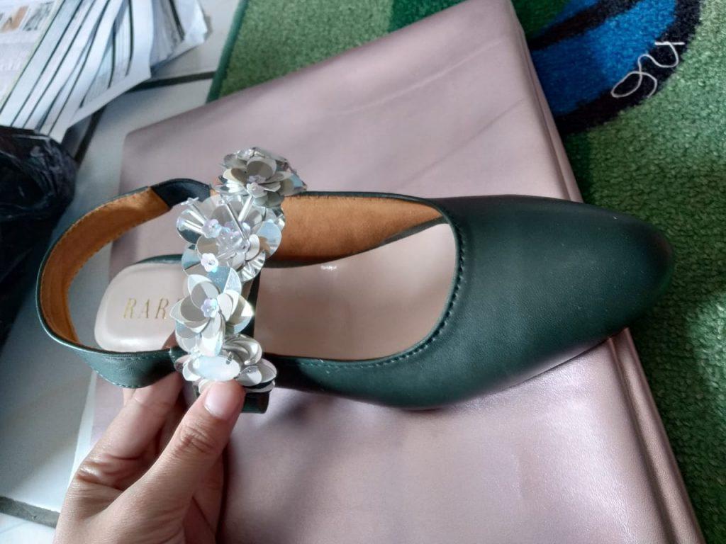 model payet sepatu