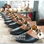 Produksi Massal Sepatu Payet Wanita