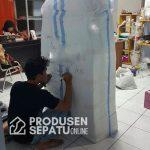 Proses pengiriman sepatu handmade ke Malaysia