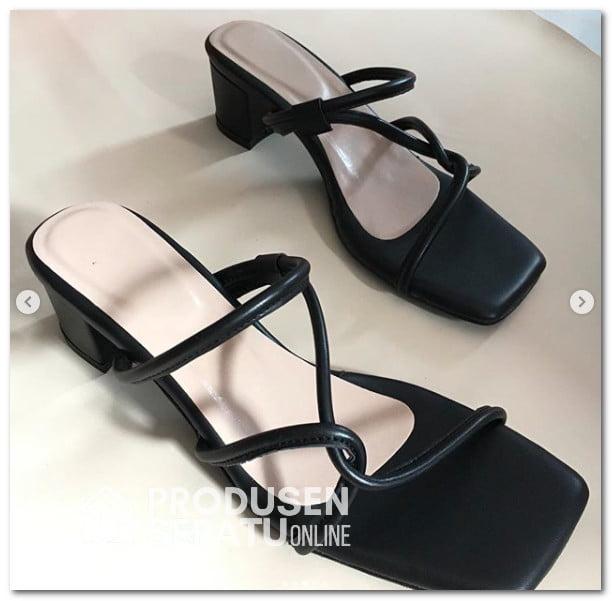 Sandal Blocked Heels Warna Hitam Tali