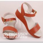 Sandal Custom Low Wedges Kulit Sintetis Cantik