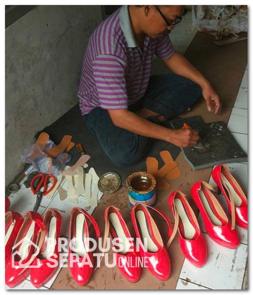 Sepatu High Heels Merah Wanita