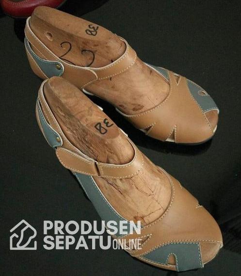 Sepatu Sandal Wedges Lucu Warna Coklat
