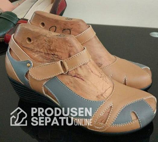 Sepatu Sandal Wedges Wanita