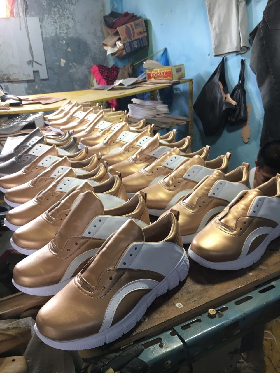 Sepatu Sneakers Gold Wanita Merk Sendiri