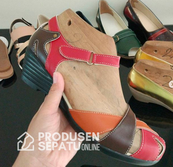 Sepatu Wedges Lucu Motif 3 Warna