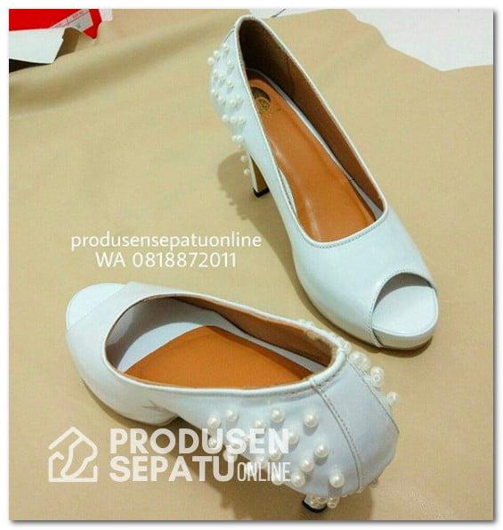 high heels wanita motif mutiara