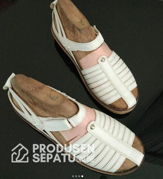 sepatu sandal wanita putih keren