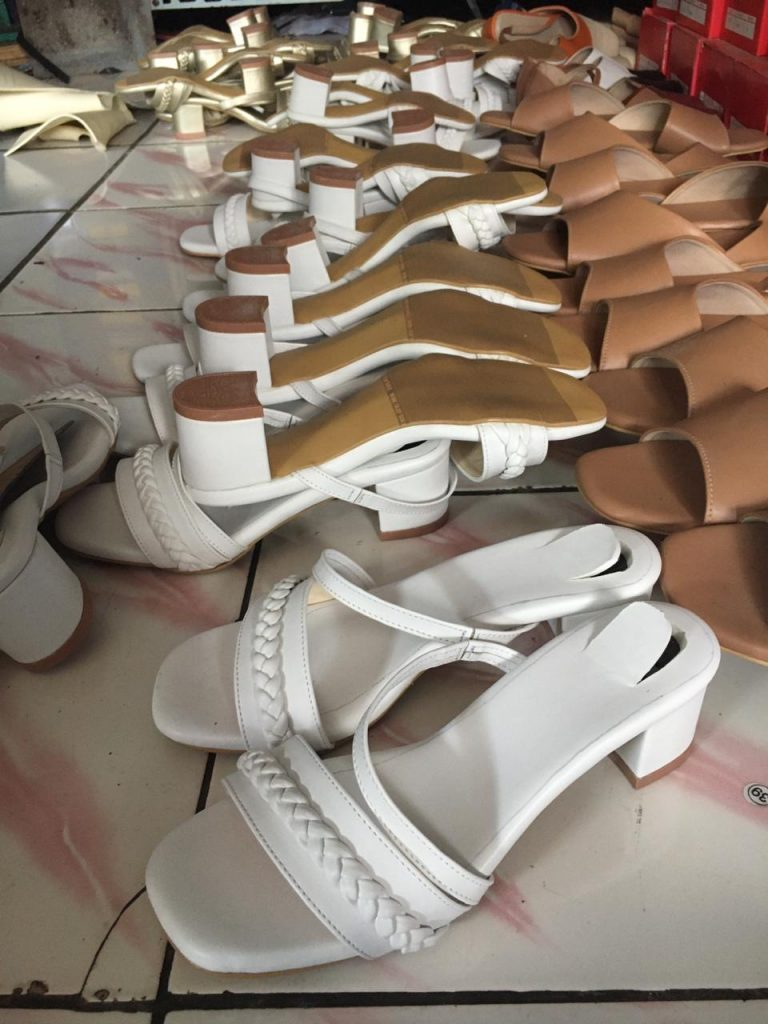 Sandal Blocked Heels Korea Warna Putih Cantik