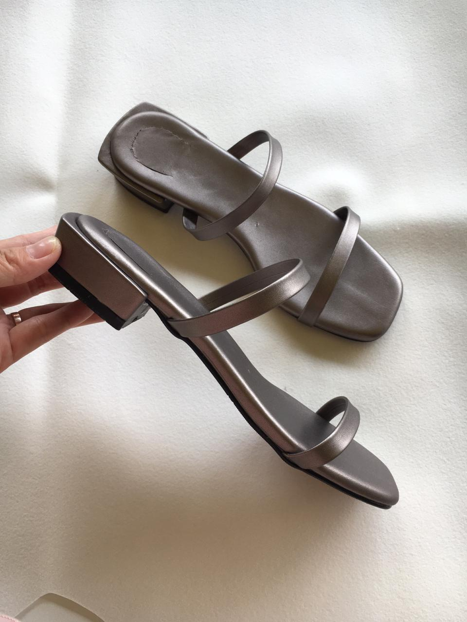 Sandal Korea Wanita Heels Warna Abu-abu