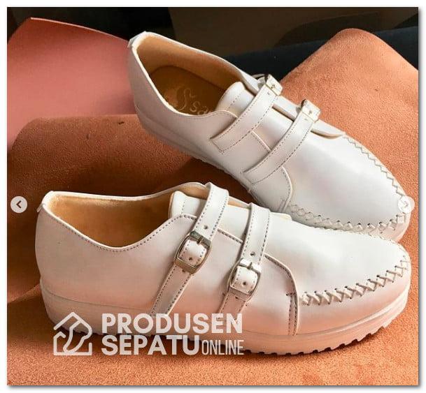 Sneakers Warna Putih Wanita