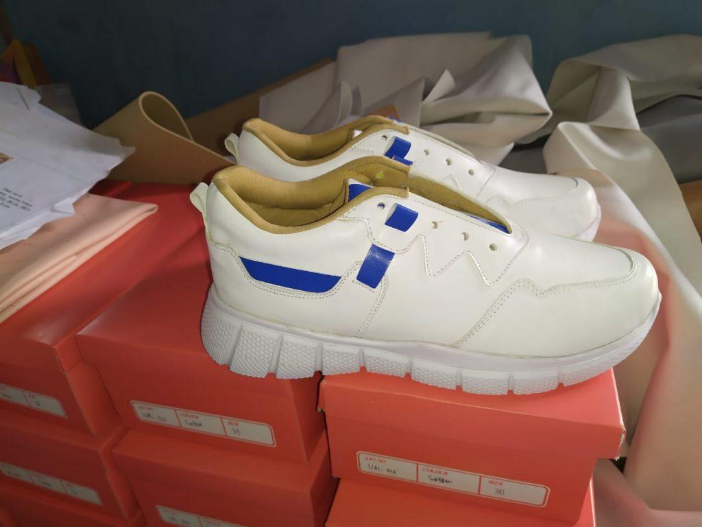 Sepatu Sneakers Cantik Wanita