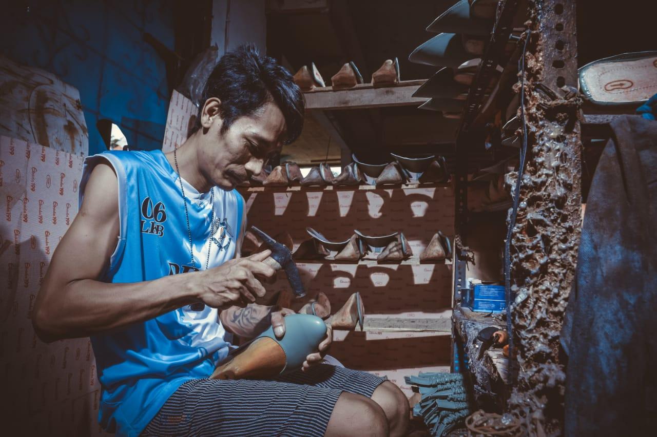 Pembuatan Sepatu Kulit